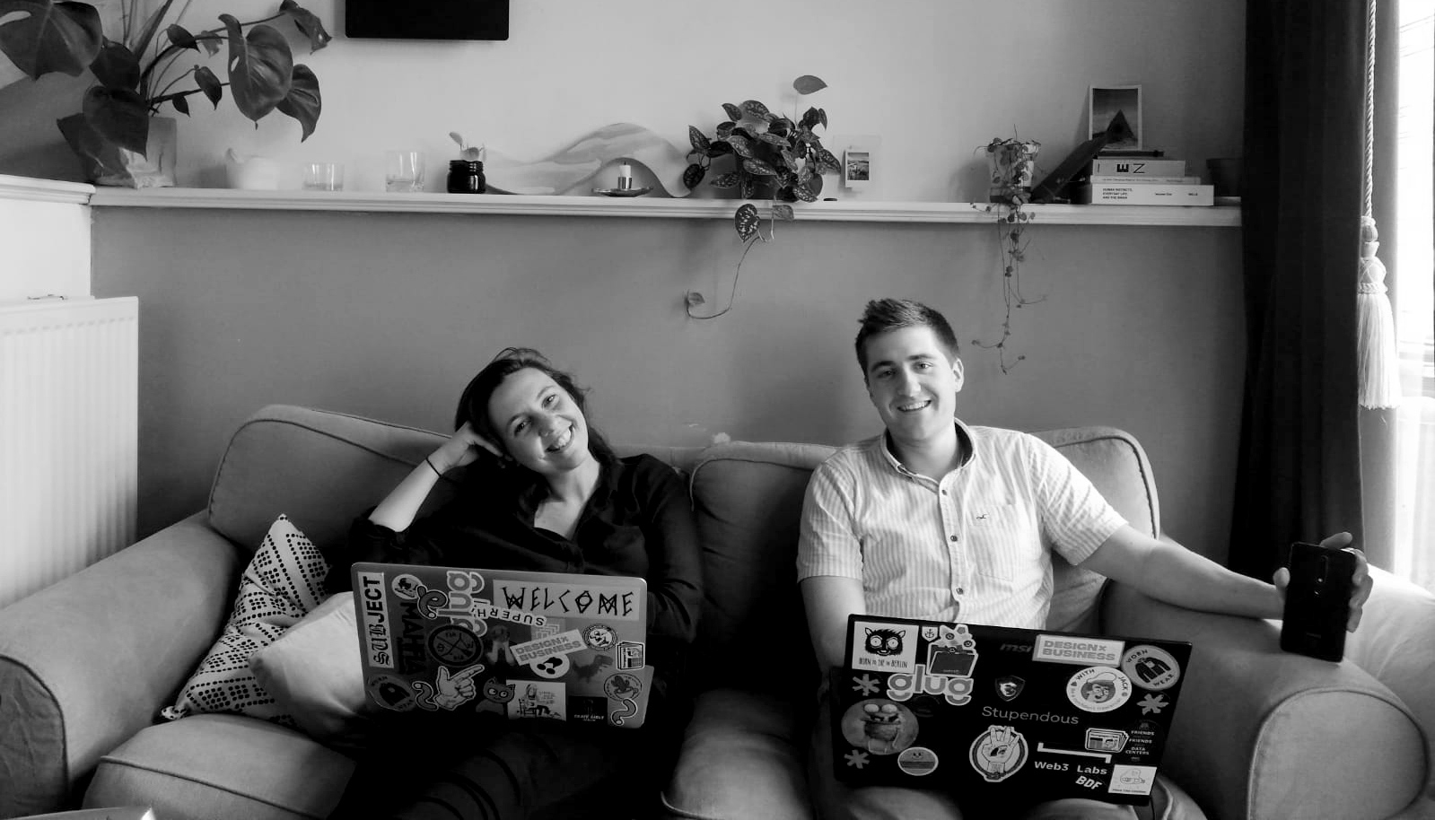Picture of the founders Kelsey & David sitting on a couch working while travelling in the Netherlands