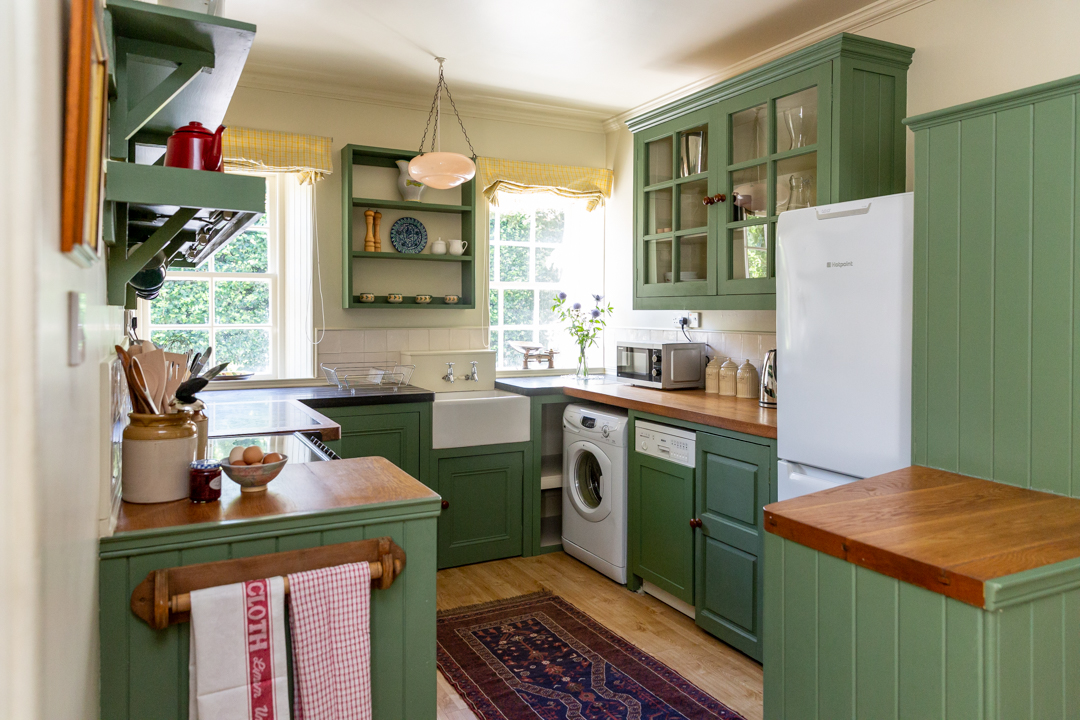 Large traditional kitchen and fresh eggs from the Mayen hens.