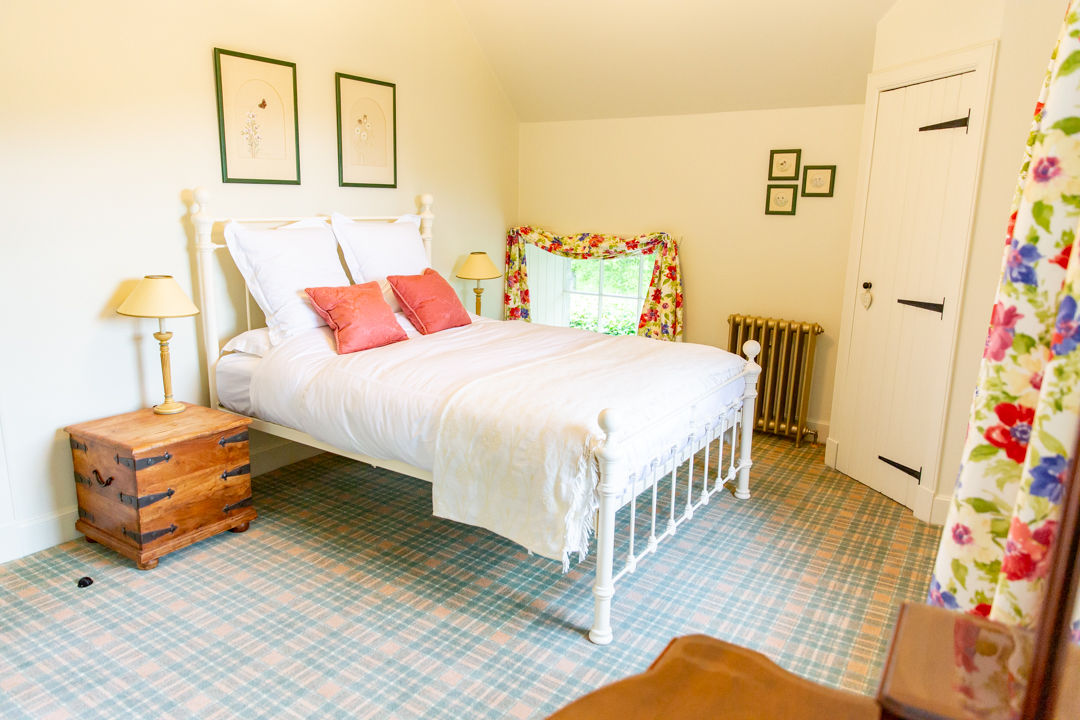 Sunny double bedroom with stunning views of the garden.
