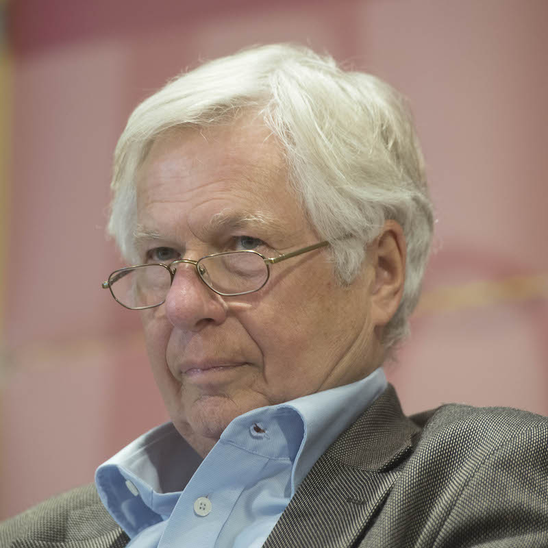 """Prof. em. Dr. Gyorgy Széll je emeritním profesorem sociologie na Univerzitě v Osnabrücku, kde byl několikrát děkanem Fakulty sociálních studií. Působí také v Institutu ekonomických studií na Hitotsubashi University v Tokyu. Ve své práci se zaměřuje na vztah mezi participací a demokracií. V rámci koronavirové pandemie přispěl textem """"Covid-19 a demokracie"""" do sborníku """"Reflexe během pandemie"""" vydaného Mezinárodní sociologickou asociací."""