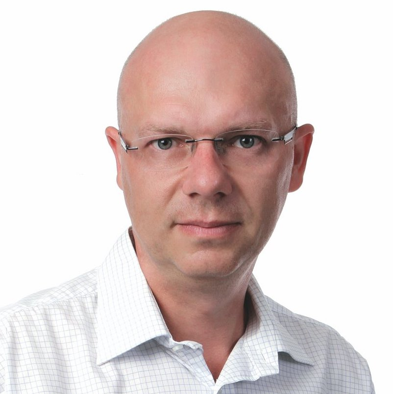 Ladislav Cabada vystudoval politologii na Univerzitě Karlově a Univerzitě v Lublani, habilitační řízení absolvoval na Masarykově univerzitě. Vedle českých univerzit (Karlova, Západočeská, od roku 2009 až dosud Metropolitní univerzita Praha) absolvoval delší výzkumné a přednáškové pobyty v Německu (Vechta, Drážďany), Slovinsku (Lublaň, Nova Gorica), na Slovensku (Banská Bystrica) a v Maďarsku (Andrássy Universität Budapest). V roce 2005 spoluzaložil mezinárodní odborný časopis Politics in Central Europe, jehož je šéfredaktorem. V letech 2006–2012 byl předsedou České společnosti pro politické vědy, v letech 2012–2018 působil jako předseda Středoevropské asociace pro politické vědy (CEPSA). V současnosti působí jako garant magisterského a doktorského programu Politologie na Metropolitní univerzitě Praha. Zabývá se komparativní politologií středovýchodní Evropy, zejména politickými systémy, politickými aktéry volebními cykly a politickou kulturou. K těmto tématům sám či spoluautorsky publikoval více než 20 knih a přibližně 150 dalších odborných publikací, z nich přibližně polovinu v zahraničí.