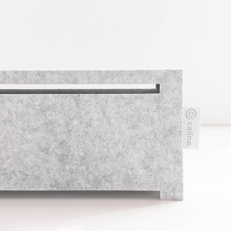 calina.DESK arbeitet komplett lautlos dank des geräuscharmen Ventilator und dem schallschluckenden Akustikfilz