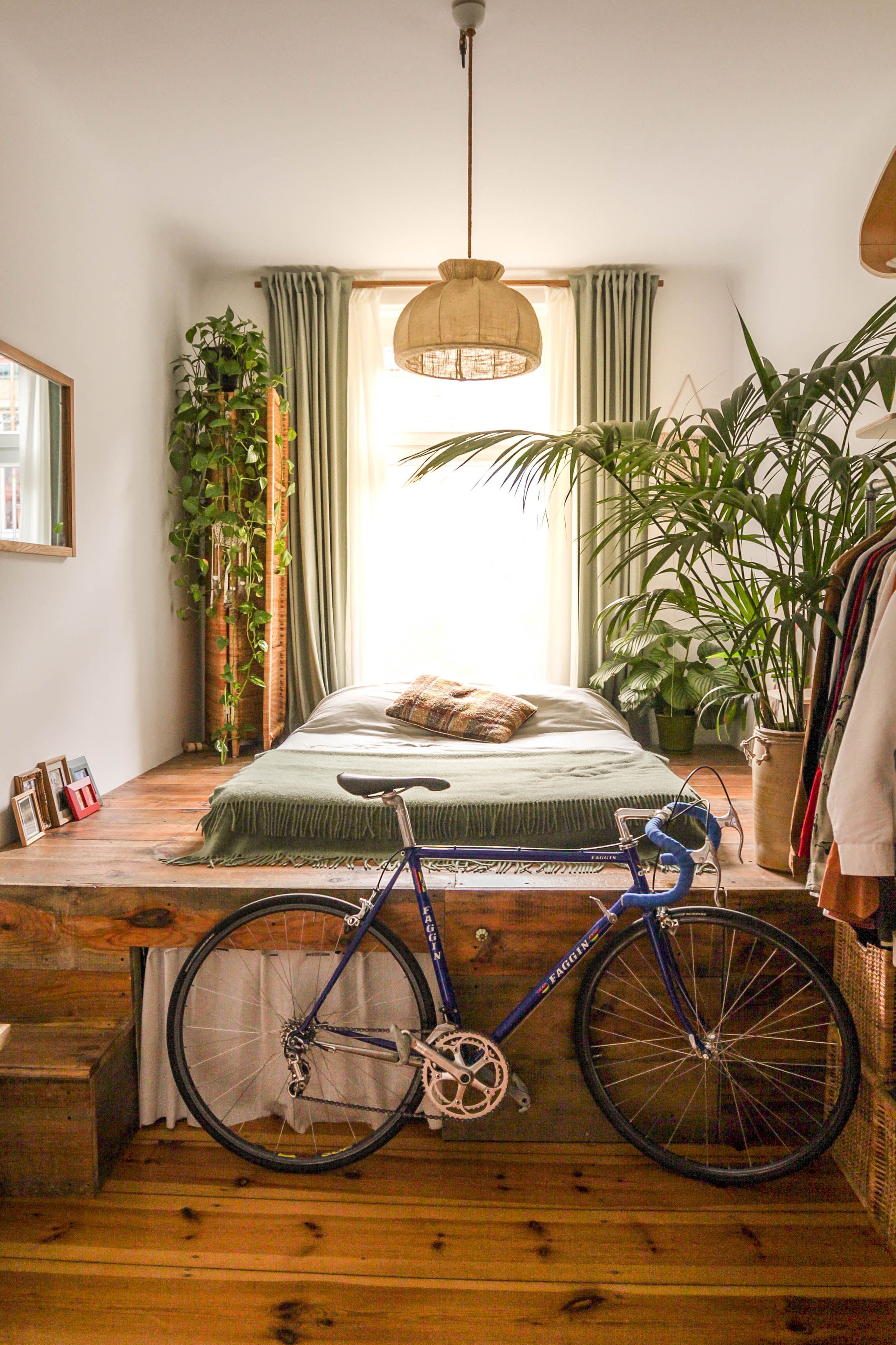 Rent amazing bohemian apartment with bike inside for photoshoots and film shoots via Beazy