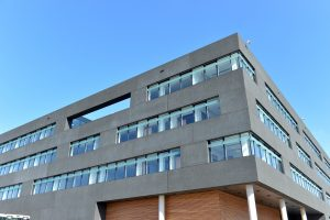The CITEC research building provides an enormous 5,300m² of space including a laboratory area encompassing 1,300m² that is mainly organised around a central laboratory on the ground floor. (Image coutesy of CITEC- University of Bielefeld)