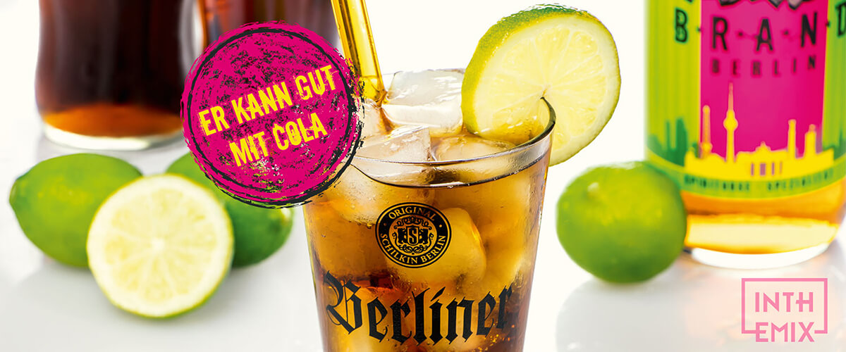 In The Mix Moodbild mit Goldbrand Berlin Flasche und einem Cocktail