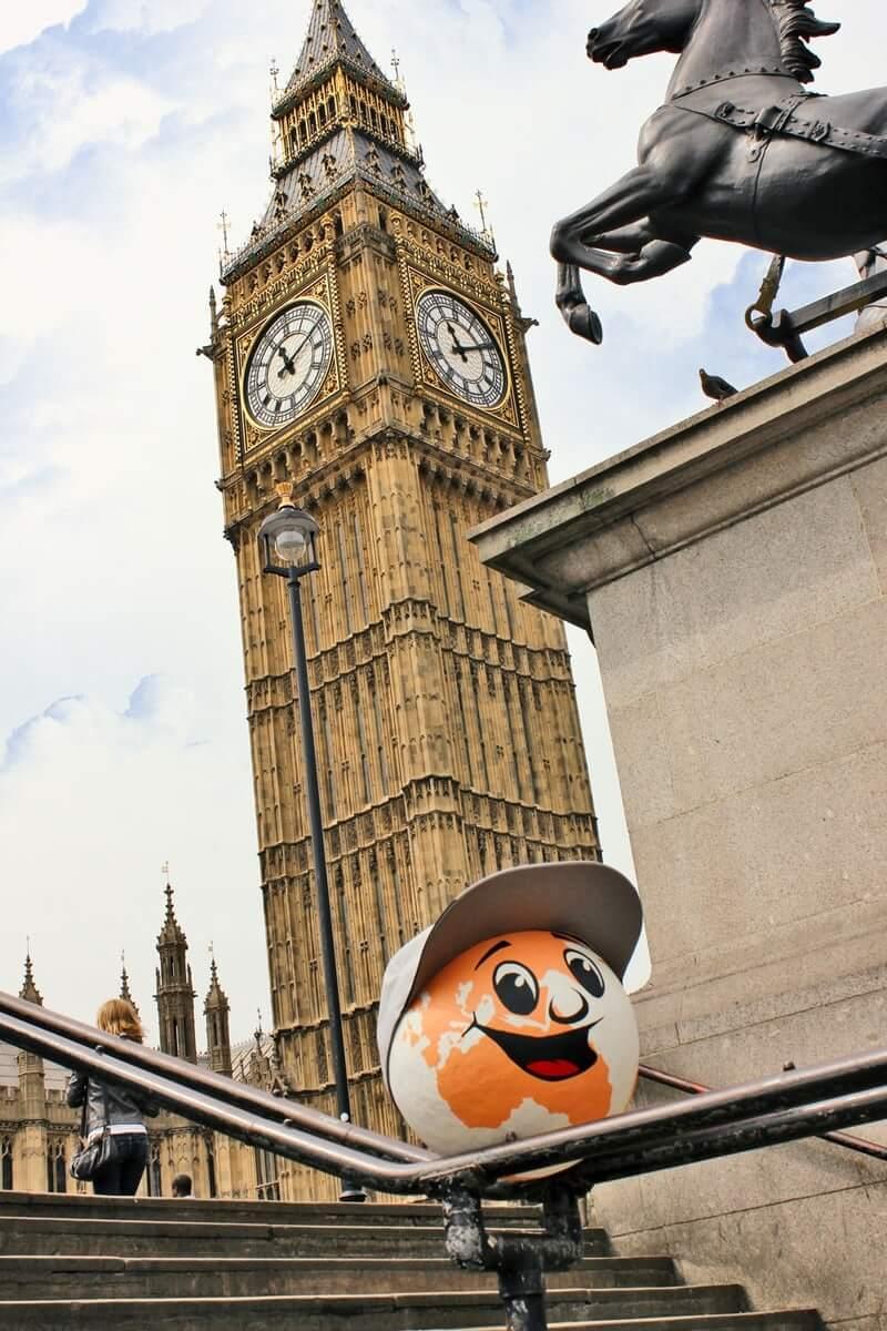 Foto mit Postcon Maskottchen in London