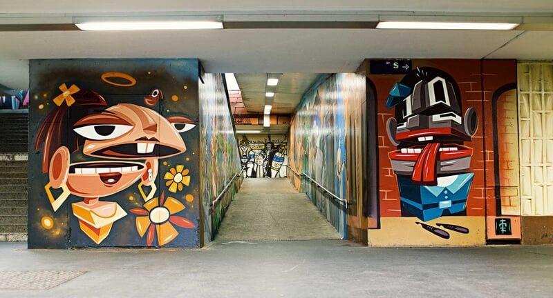 S-Bahn Berlin Mehrower Allee Graffiti-Art an Durchgang mit Figuren