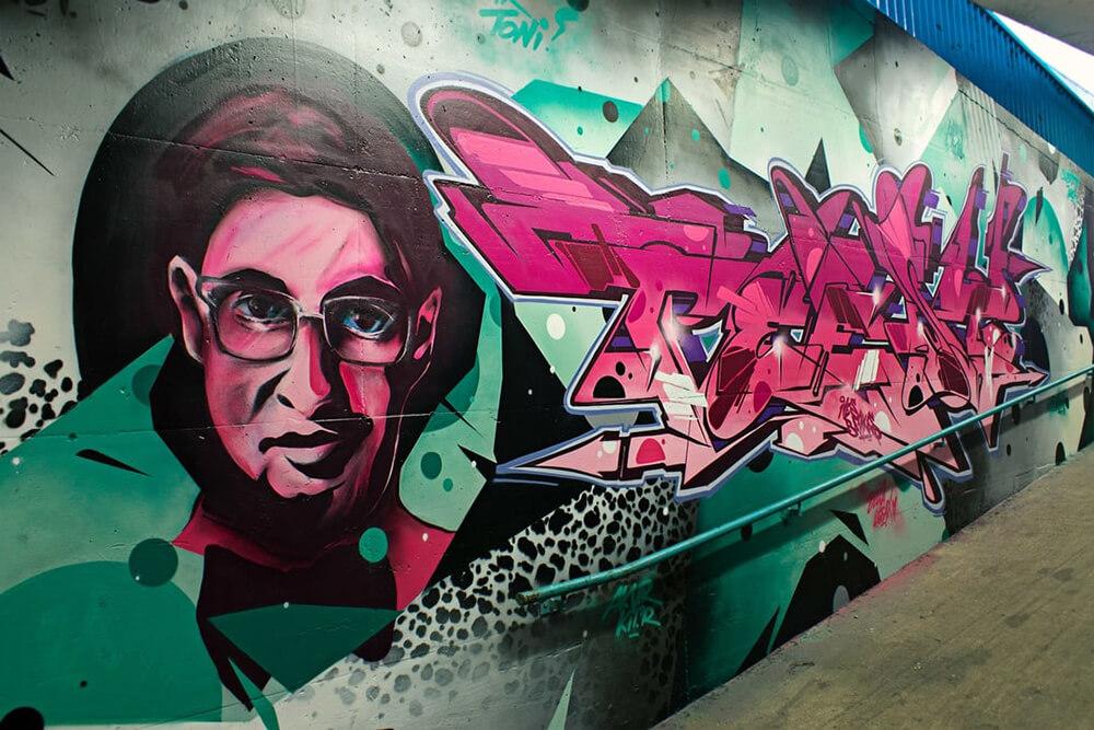 S-Bahn Berlin Raoul-Wallenberg-Straße Graffiti-Art mit Portrait