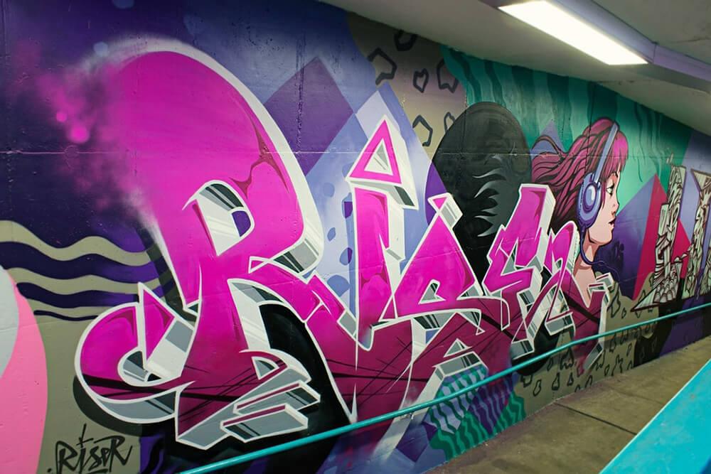 S-Bahn Berlin Raoul-Wallenberg-Straße Graffiti-Art mit Typografie