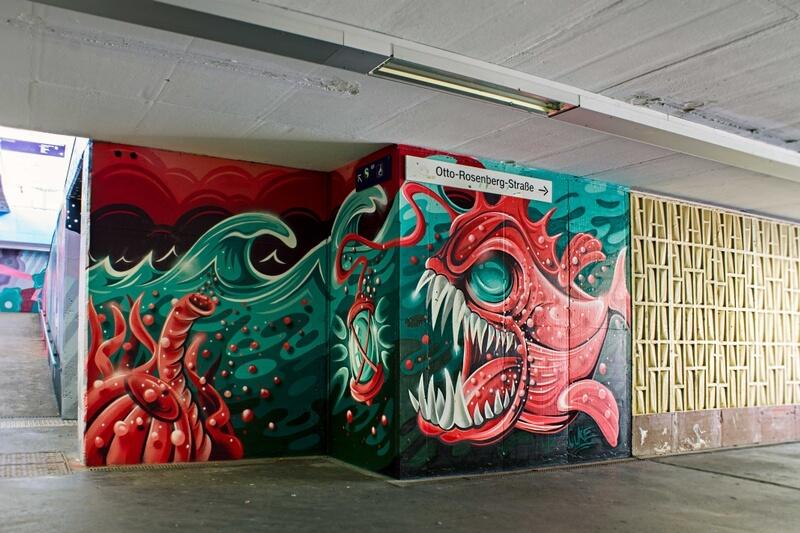 S-Bahn Berlin Raoul-Wallenberg-Straße Graffiti-Art mit Anglerfisch