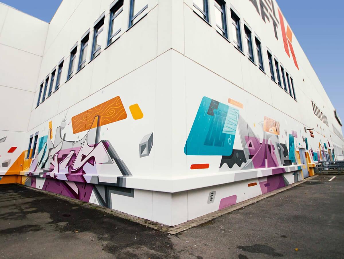 MÖBELKRAFT: Graffiti am Gebäude