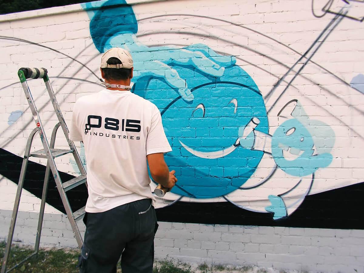 ALBAGROUP: Graffiti Artist sprüht Graffiti