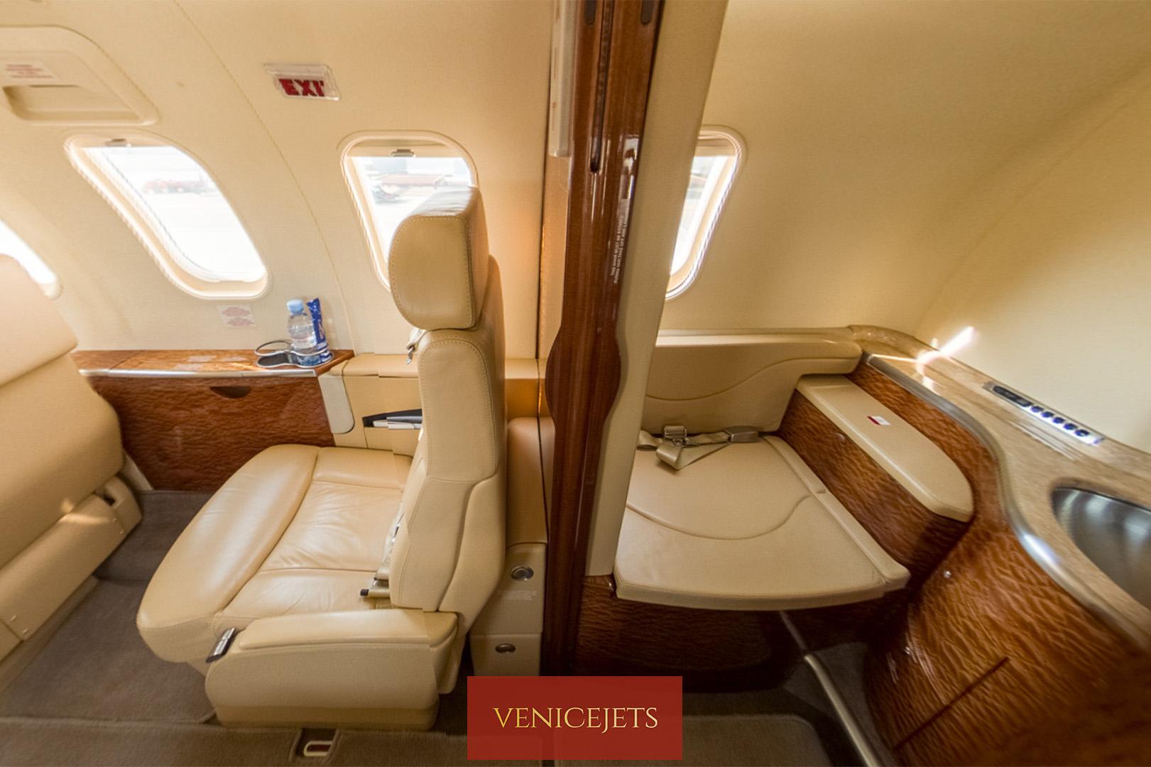 Learjet 40 - rear