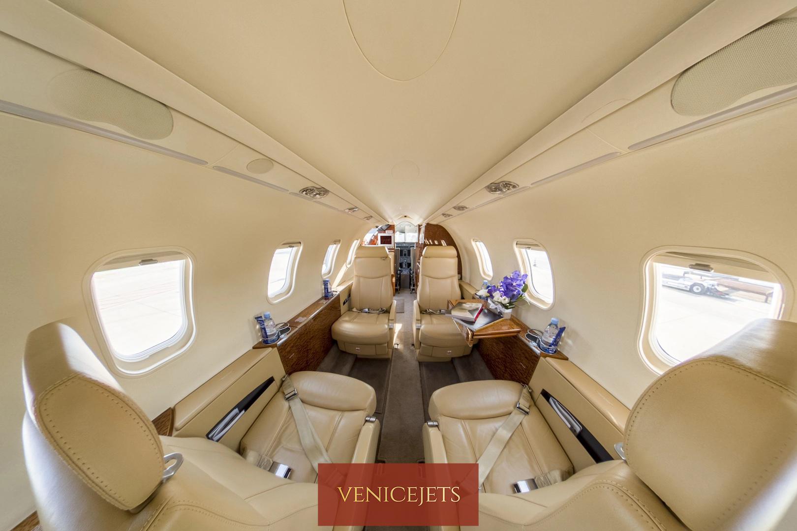 Learjet 40 - top