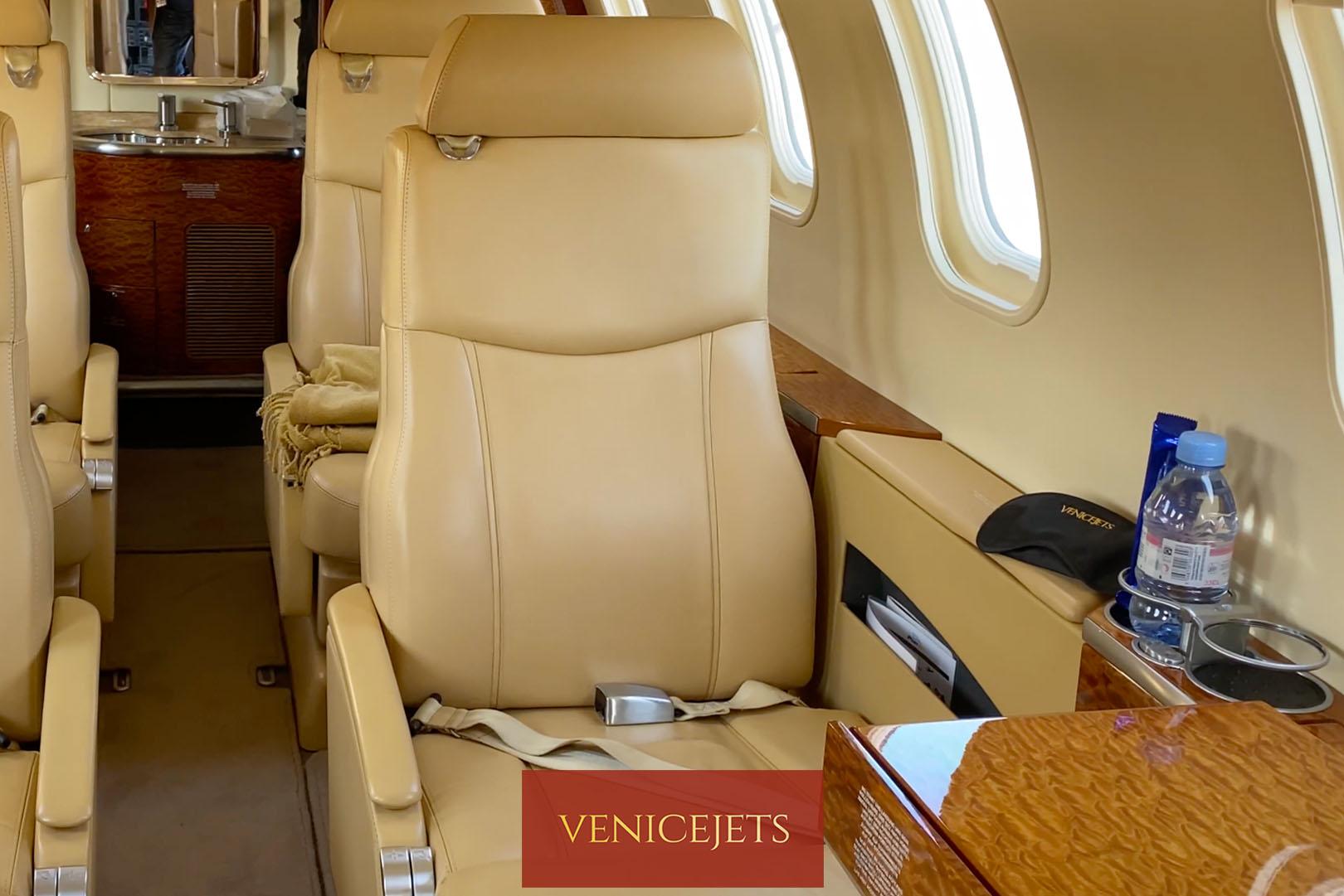 Learjet 40 - front