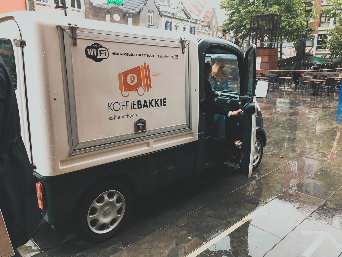 A small coffee cart that drives through Eindhoven to provide homeless people with hot coffee, a sandwich and attention.