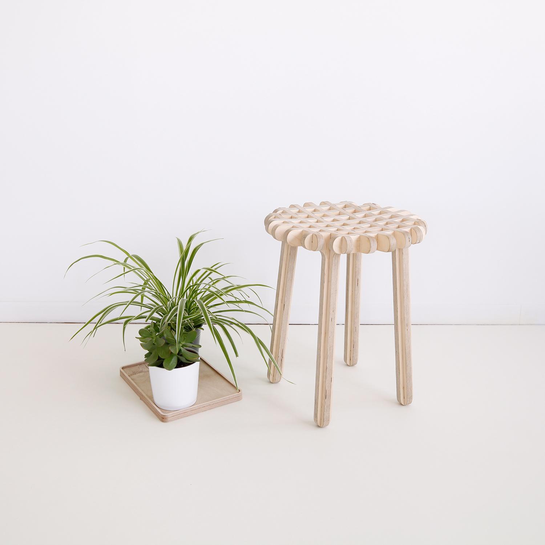 ublik-stool-tabouret-bois-gofr
