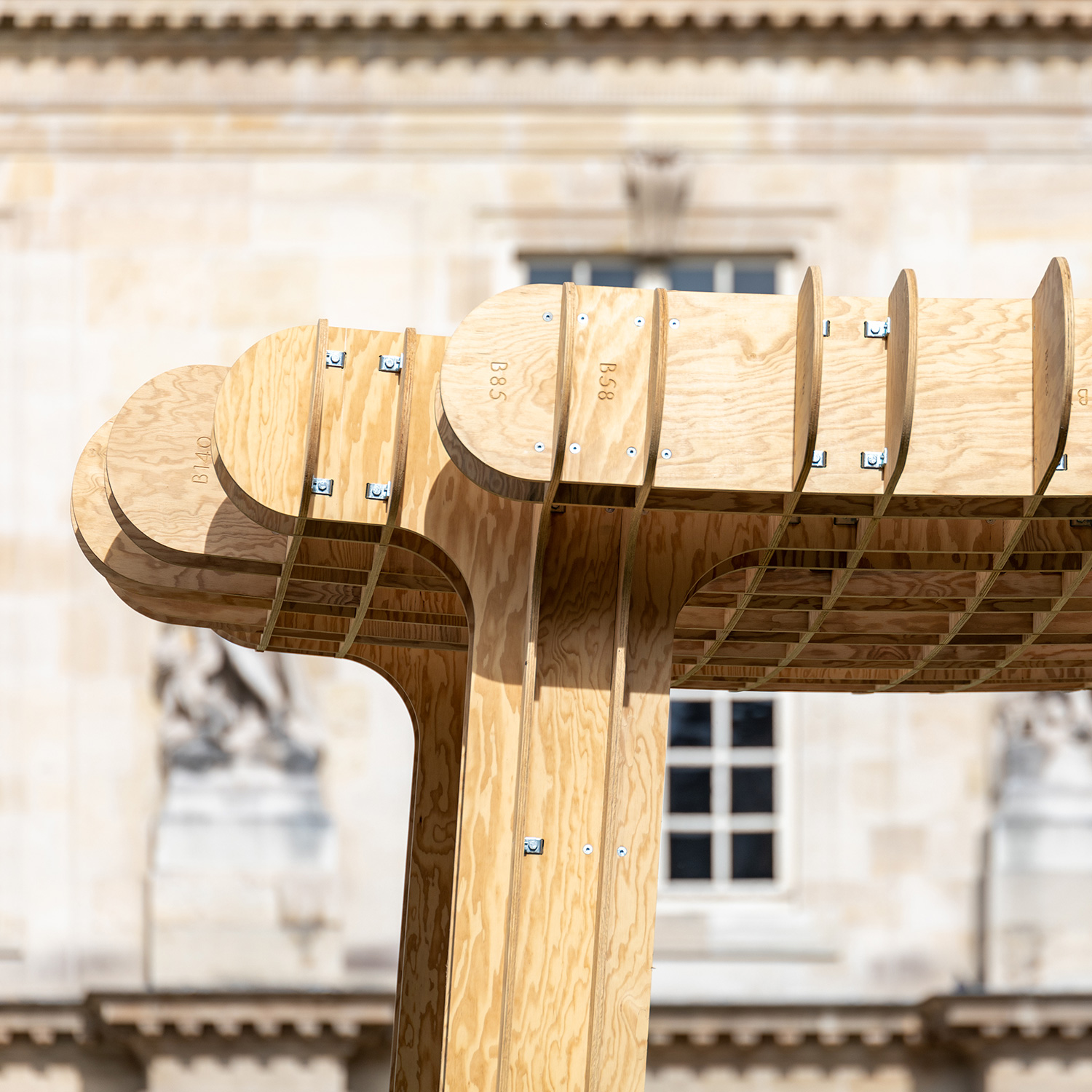 ublik-i-am-a-stool-pdw-2019-installation-bois-paris