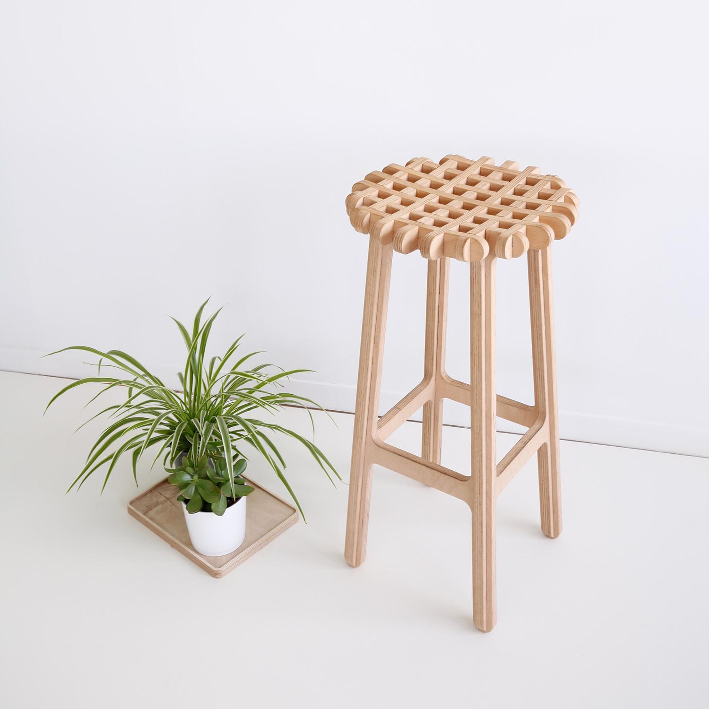 ublik-stool-tabouret-haut-bar-bois-gofr