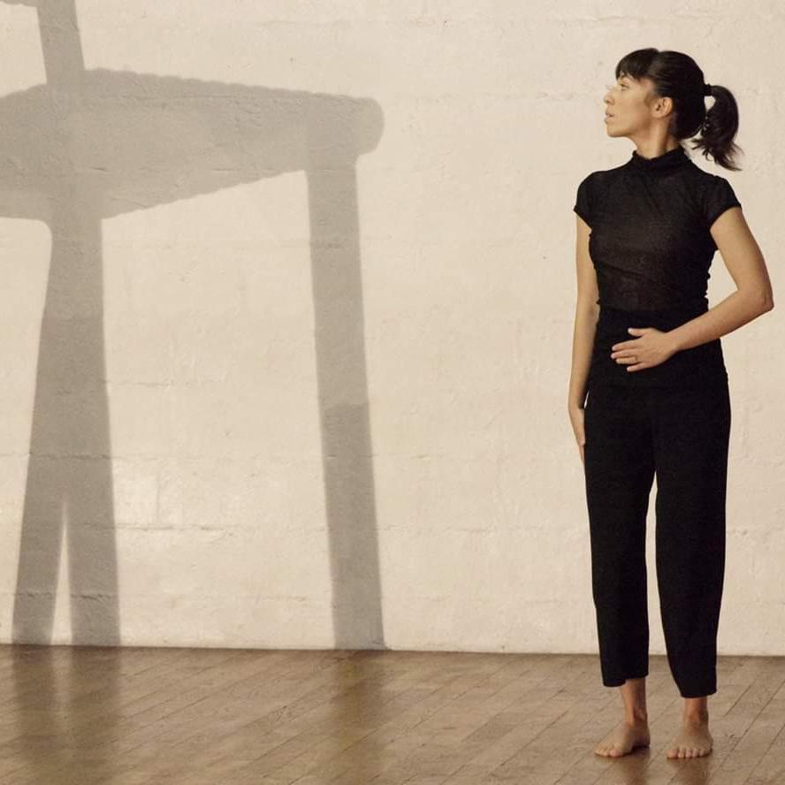 ublik-mouvement-et-compagnie-chaise-geante-danse-dance