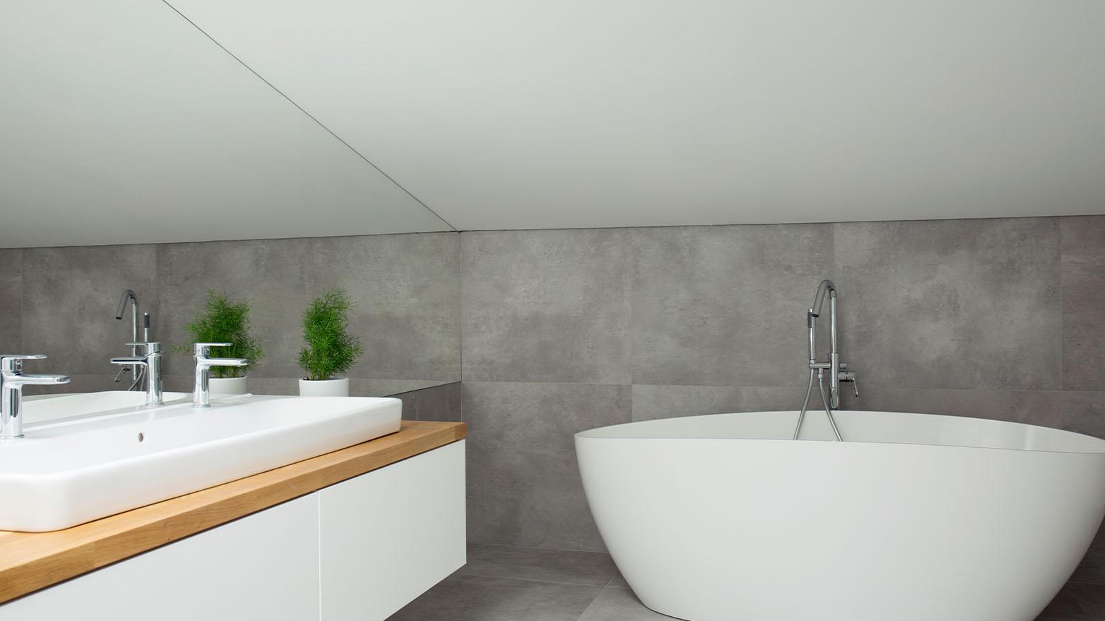 Moderner Badezimmerspiegel