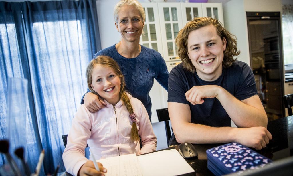 Mor Victoria og Elev Lisa sammen med personlig lærer Tellef