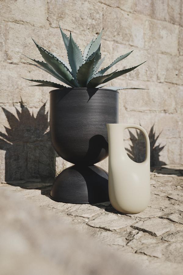 Hourglass Pot Black Medium