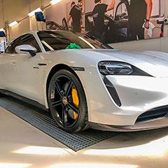 Porschen täysin puhdistettuna