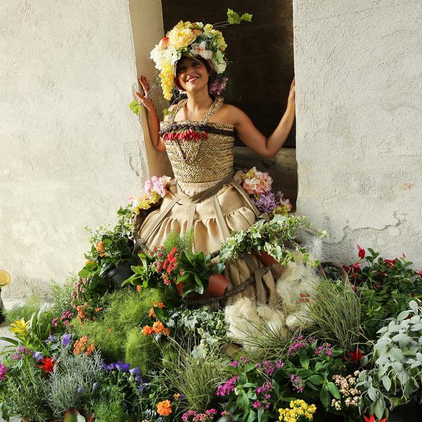 foto donna fiori