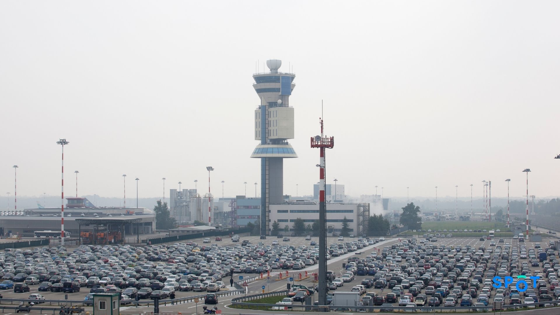 The challenges of airport parking - traffic congestions, pollution, inefficient operations