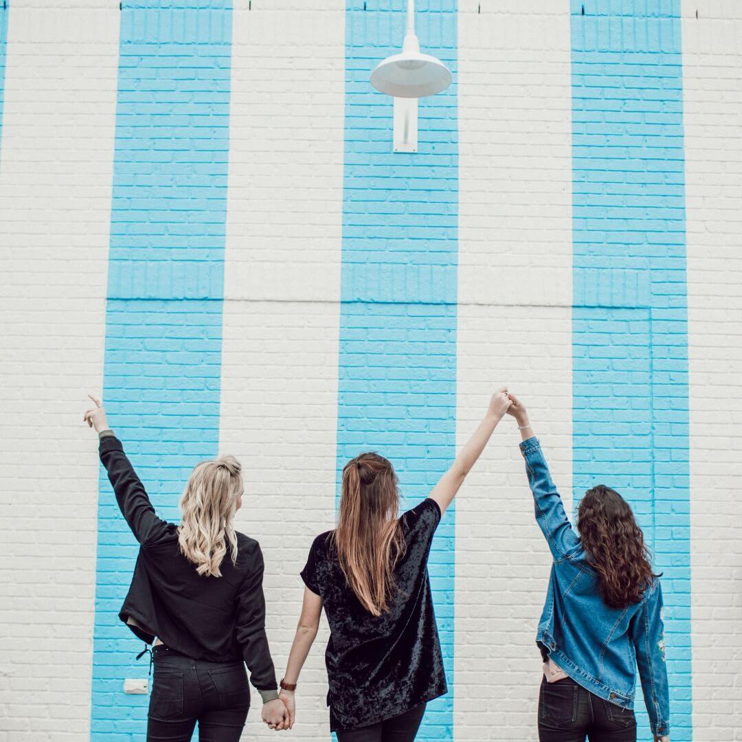 Tri prijateljice - Nina, Tiffany in Nina.