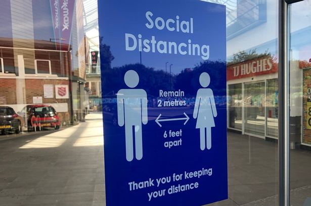 A plate with information about social distance