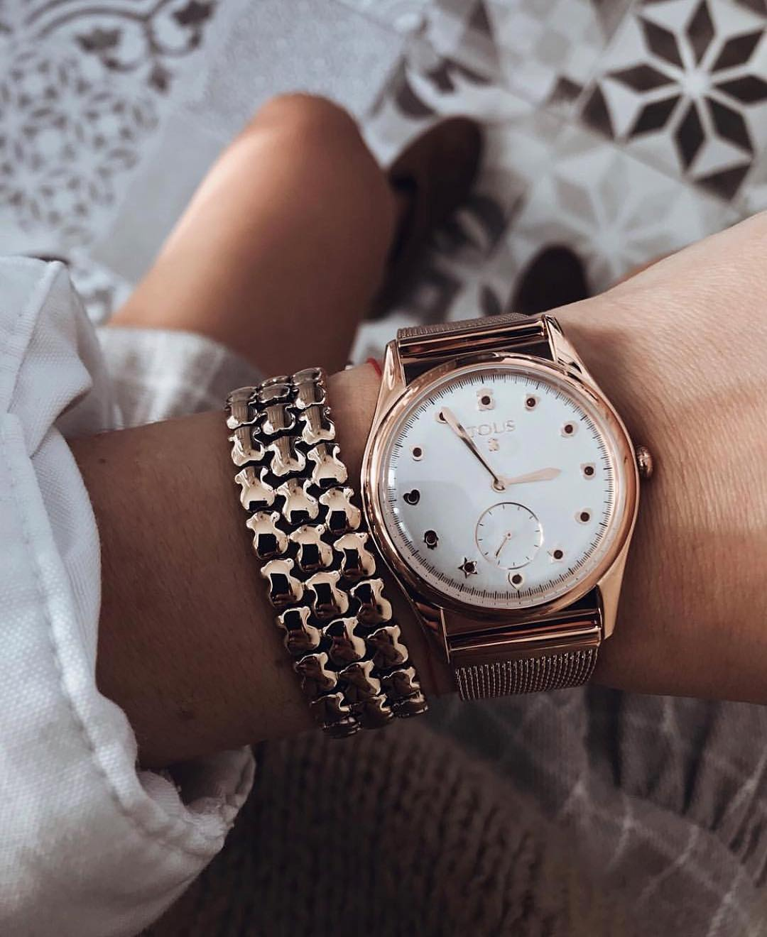 watch design Rose gold Tous watch on wrist with a gold bracelet