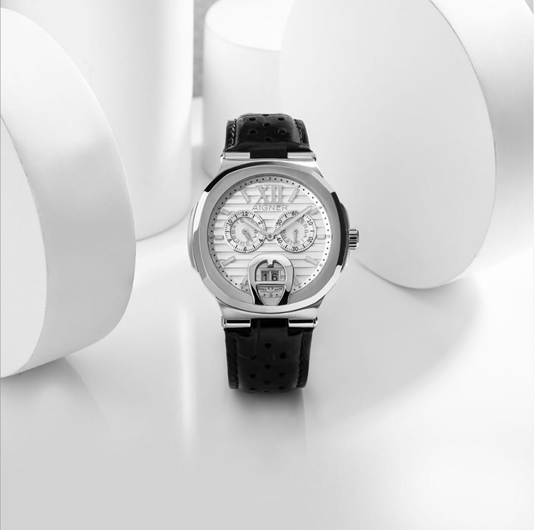 watch designaigner watch with white dial and black leather strap for gent