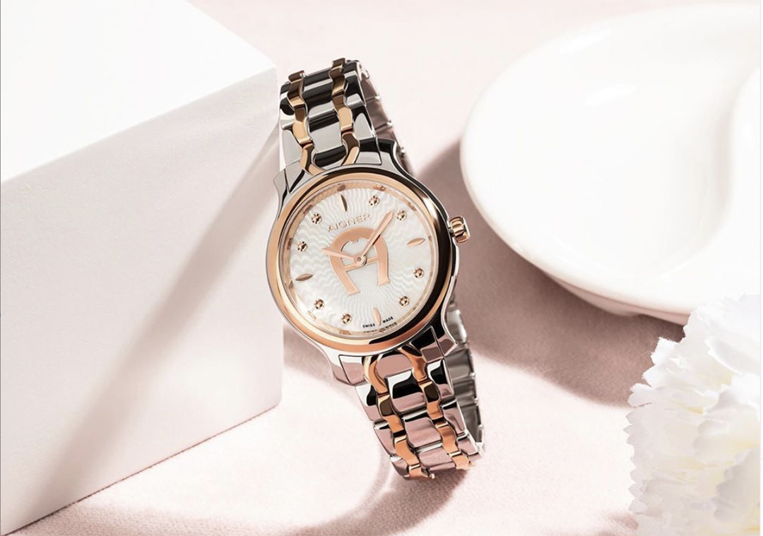 watch design aigner lady wacth steel and rose gold with metal bracelet