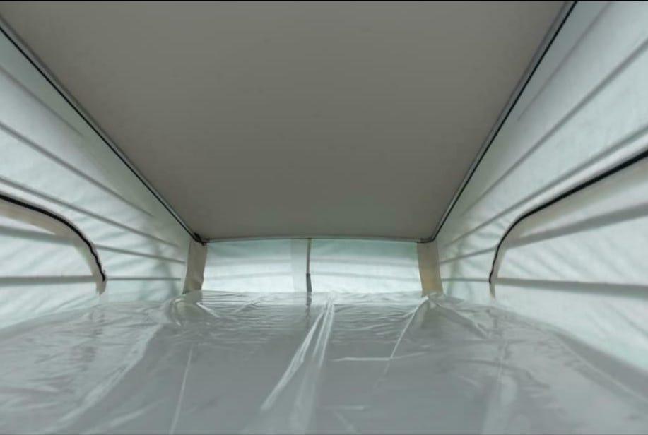 Van aménagé - lits - couchage supérieur