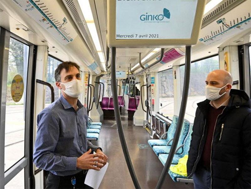 Frédéric Lambert et Carol Ambrosini présentent à Besançon la méthode de désinfection dans les tramway
