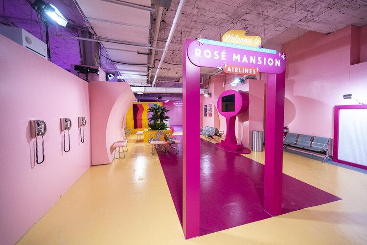 rose mansion-pop-up-design-airline-lobby-2