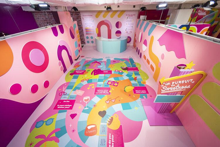 rose mansion-pop-up-design-game board room