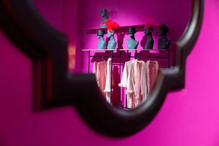 rose mansion-pop-up-design-mirror room