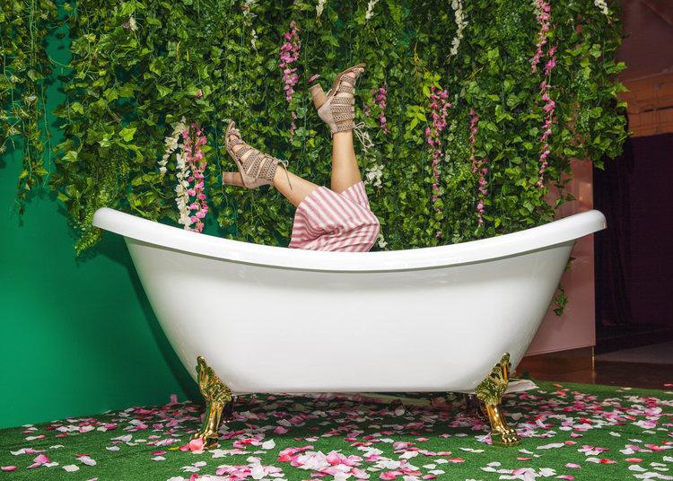 rose mansion - pop up - rose garden tub