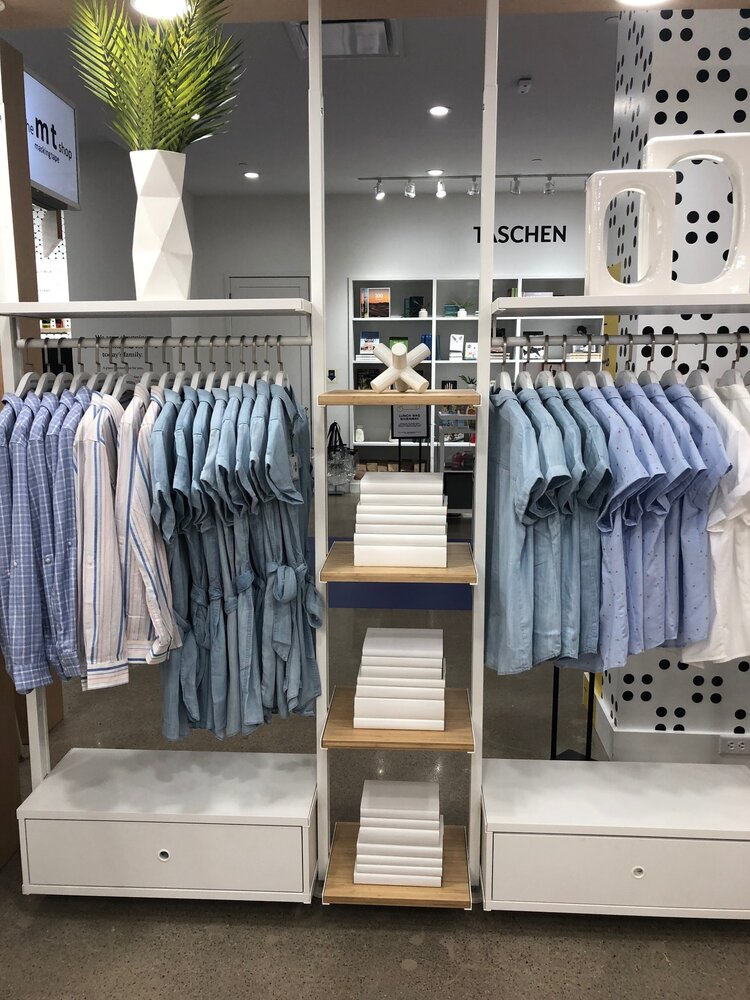 Untuckit - retail space - mall of America - clothes