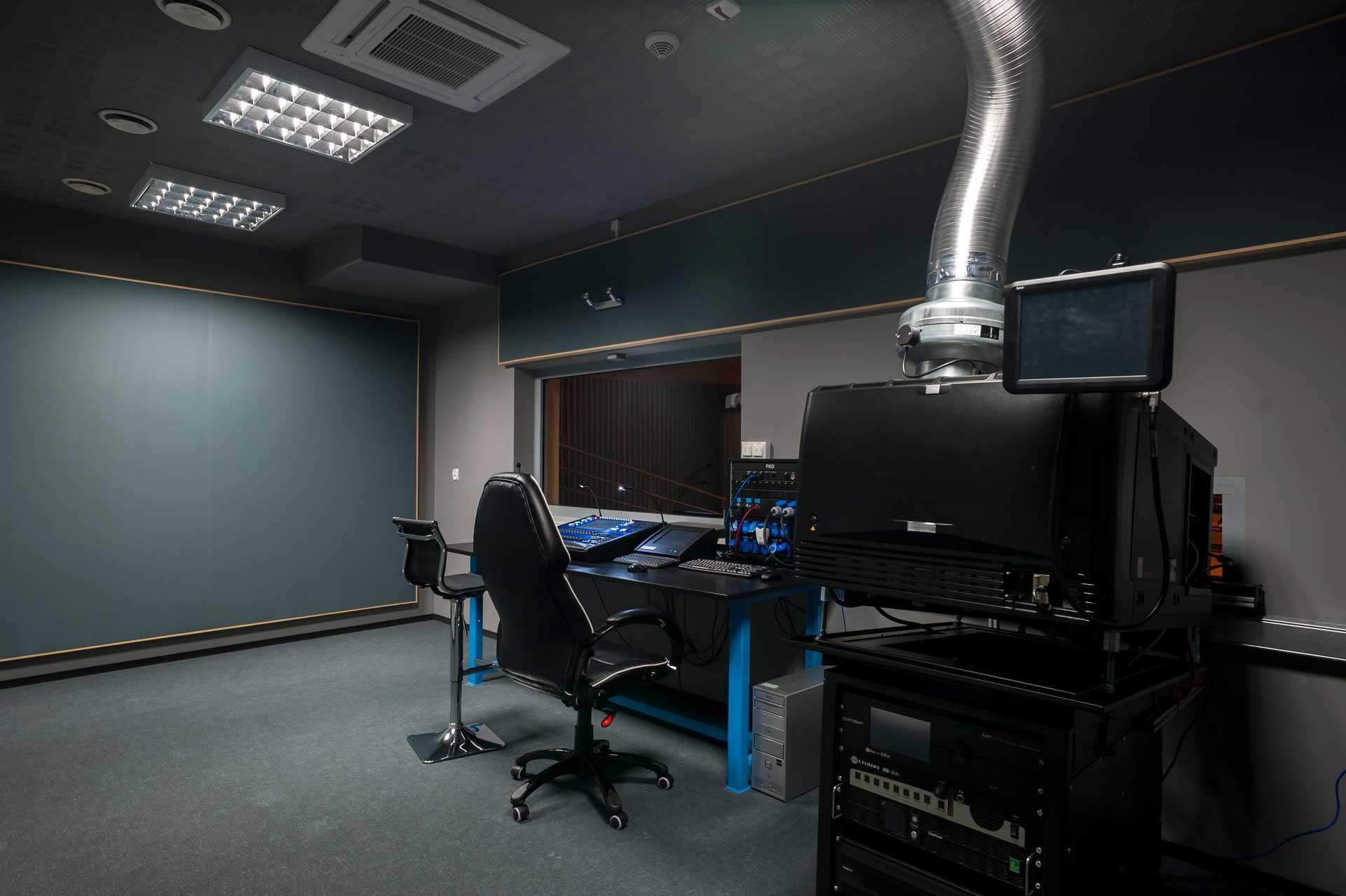 Projektorownia, pomieszczenie z projektorem multimedialnym