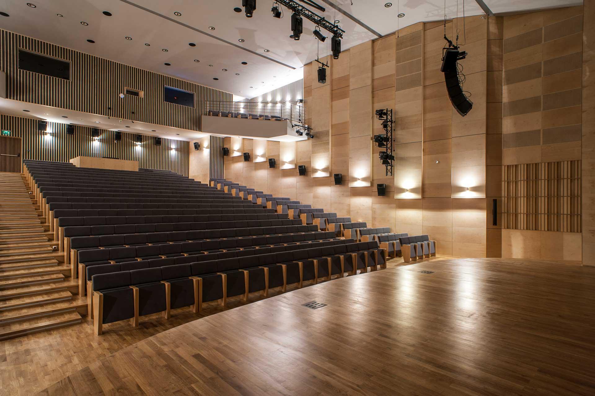 Sala koncertowa, adaptacja akustyczna, nagłośnienie