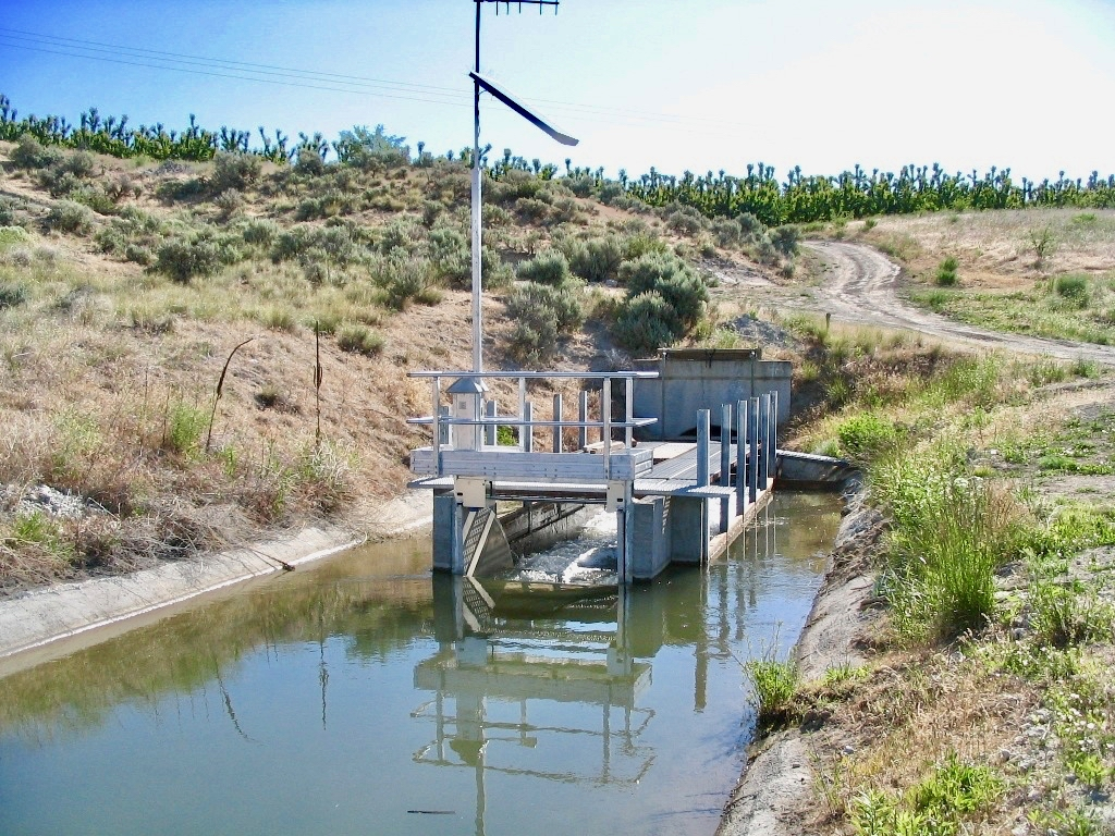 Automated flow irrigation gate - Washington