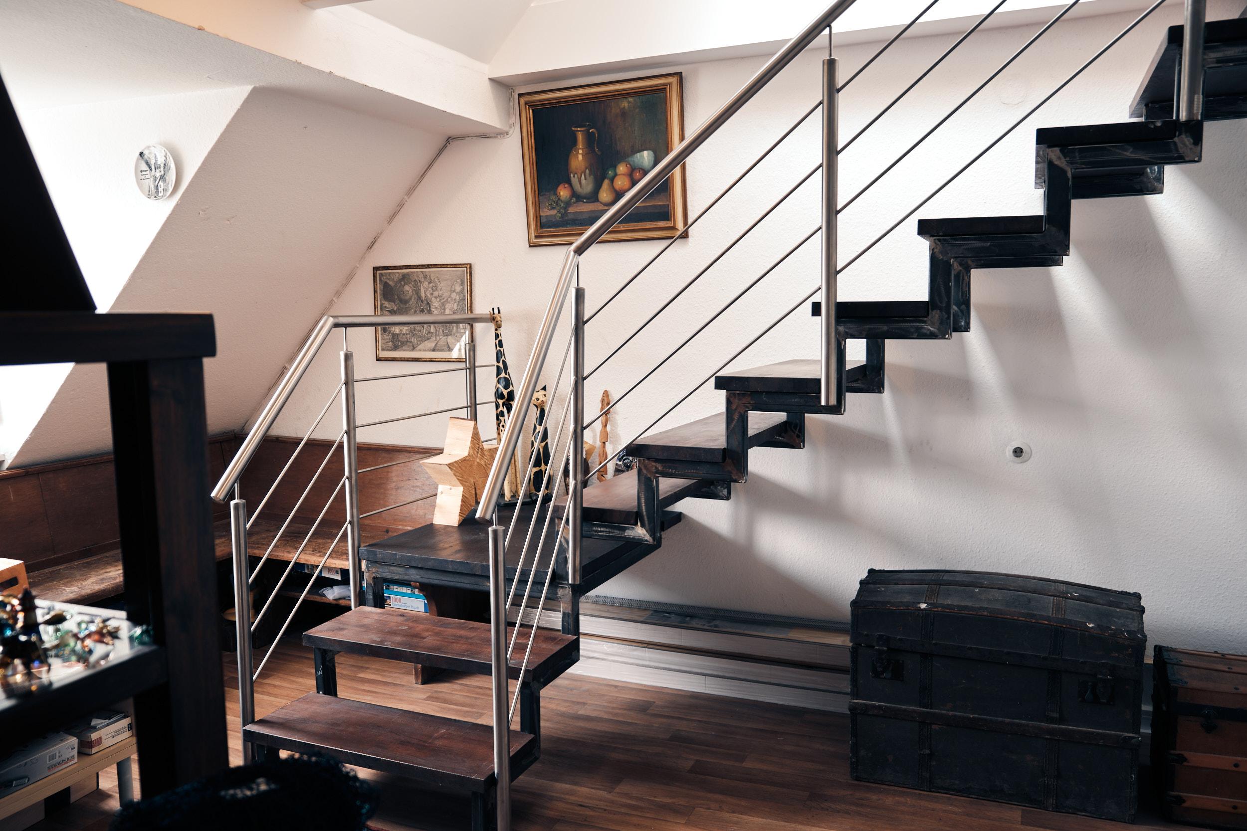 Treppe mit Geländer innen