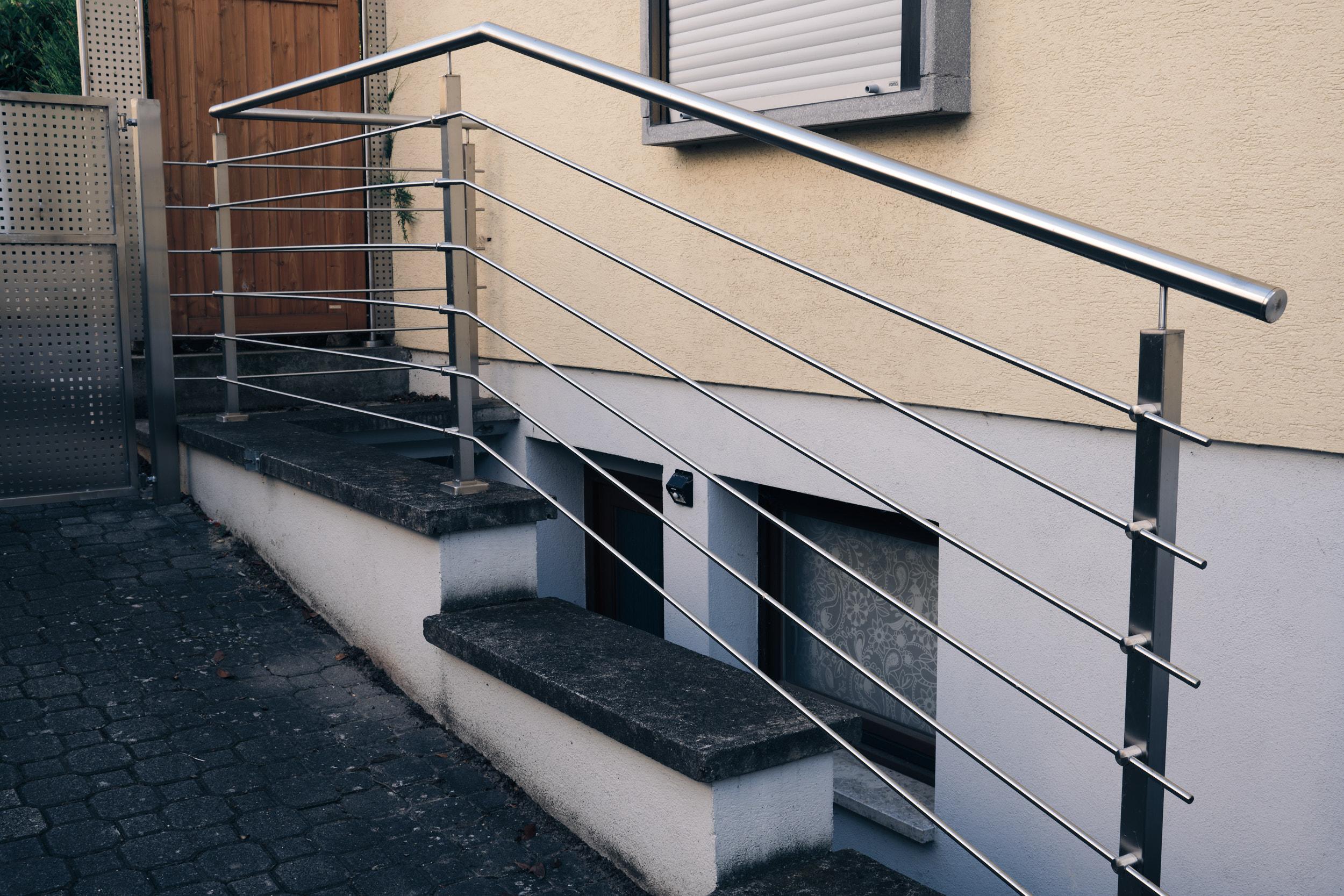 Geländer aus Metall und Stahl