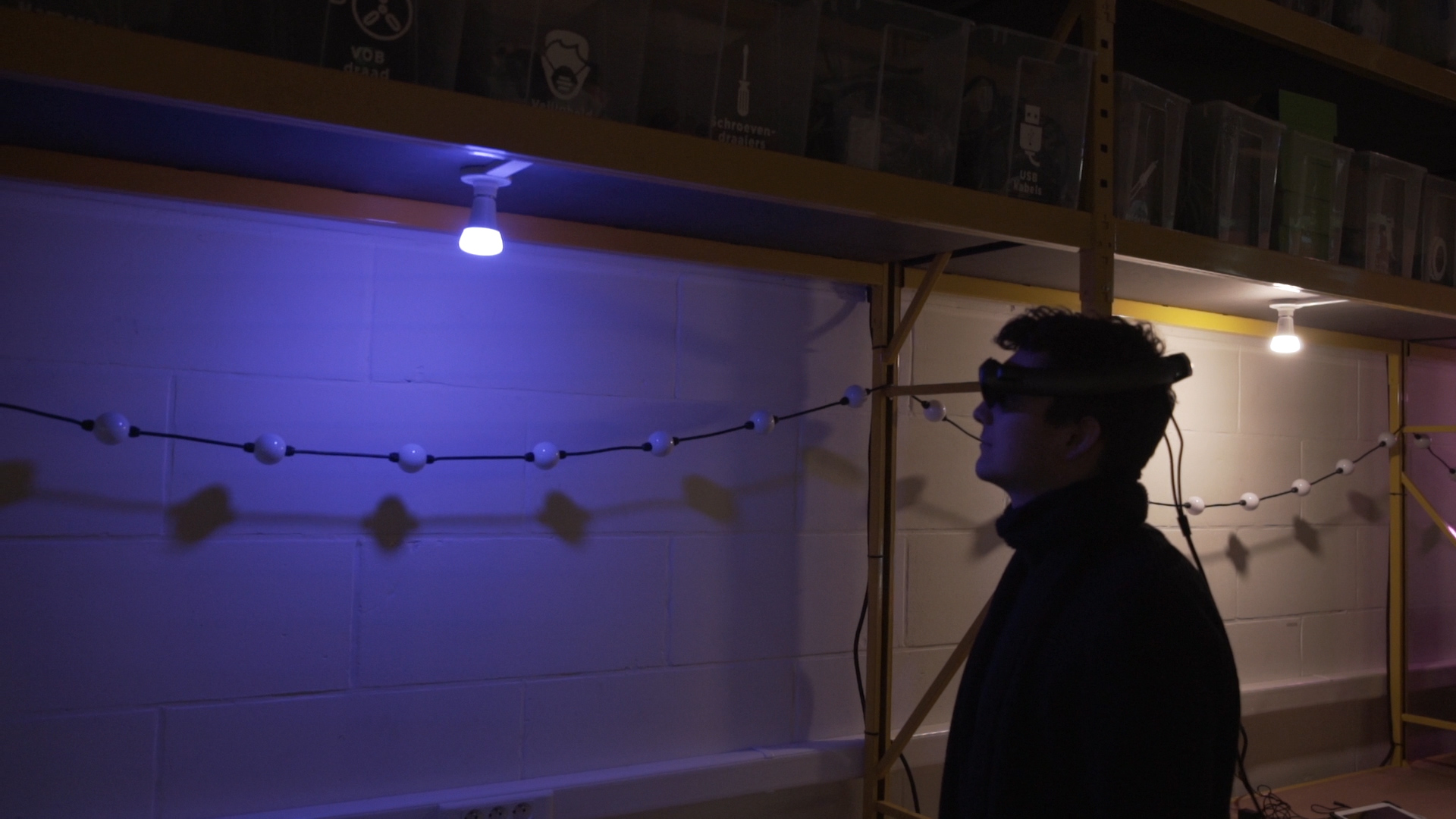 Manipulate light with a simple gesture