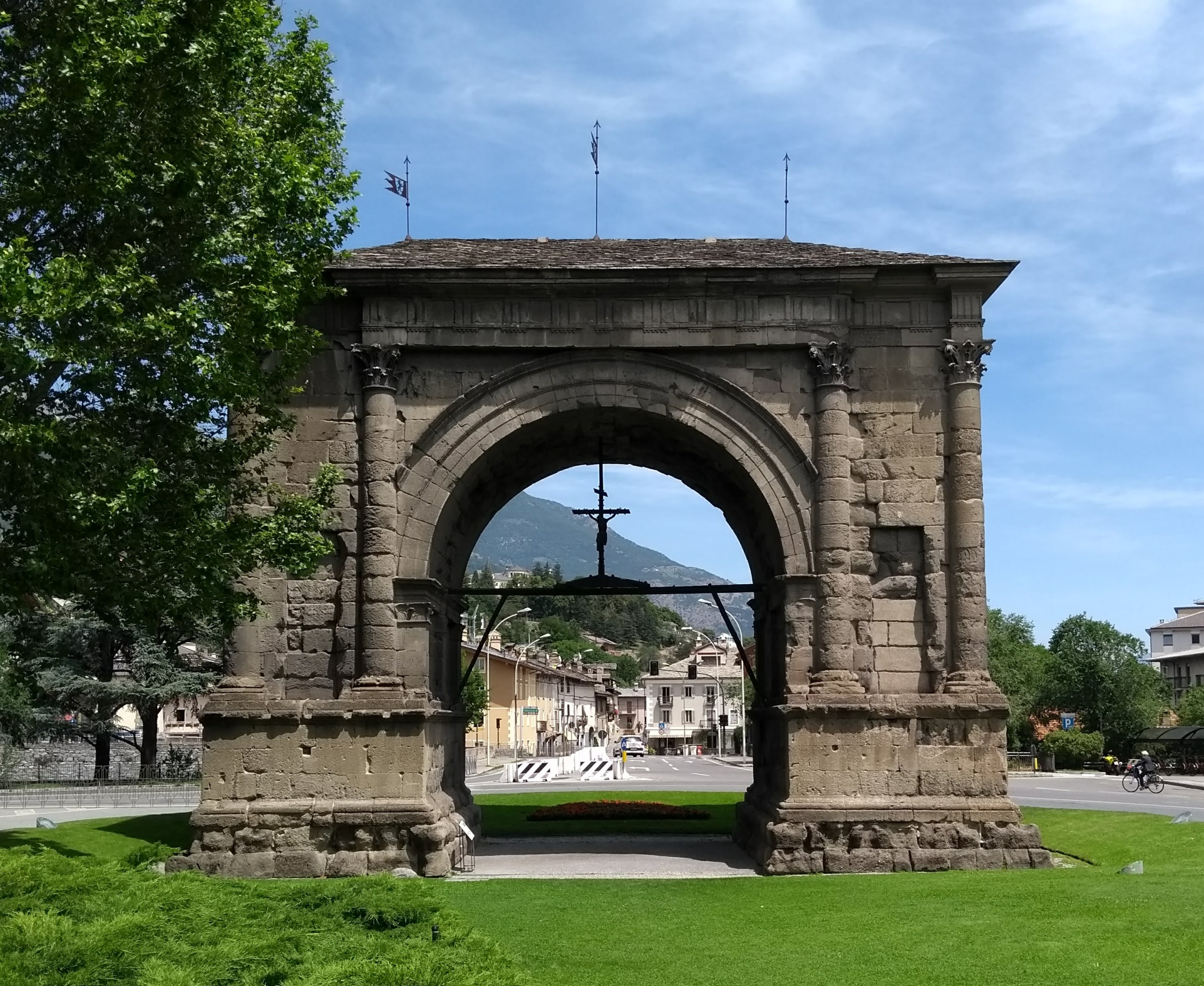 Roman arches Arch of Augustus Aosta Tour