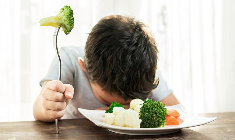 Trẻ lười ăn rau, quả có thể dẫn tới nguy cơ bị á sừng